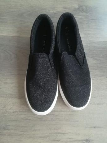 Дамски спортни обувки / гуменки