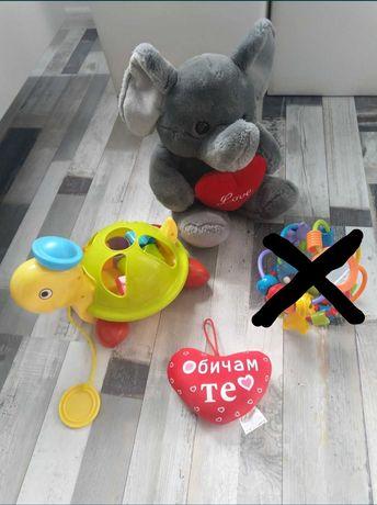 Лот бебешки играчки
