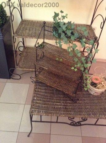 Оборудване- витрини от ковано желязо и ратан- 5,3,2 рафта,маса и стенн