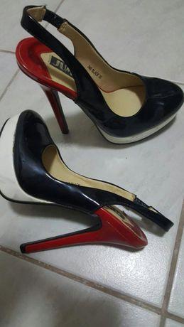 Pantofi lac cu platforma, mărimea 35