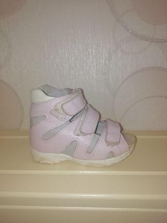Продам ортопедические сандали для девочки
