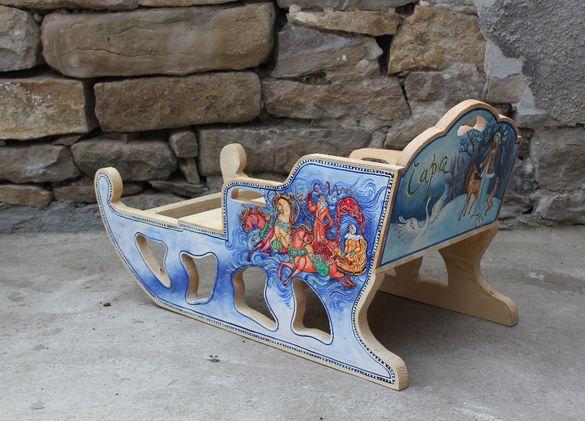 дървена рисувана шейна за пързаляне