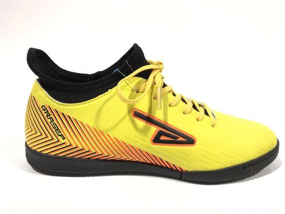 Футболни обувки в жълто