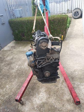 Vând motor 2.0 hyundai santa fe1