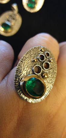 Inel din argint cu montura de smarald