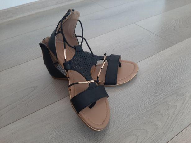 Sandale Madeline Stuart / Noi