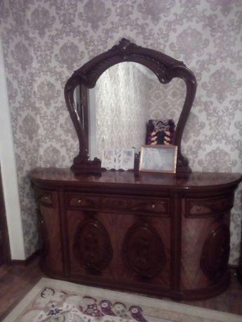 Гостинный Сервант и стол комод