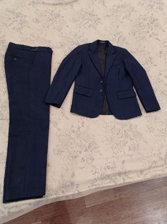 Школьный костюм с брюками