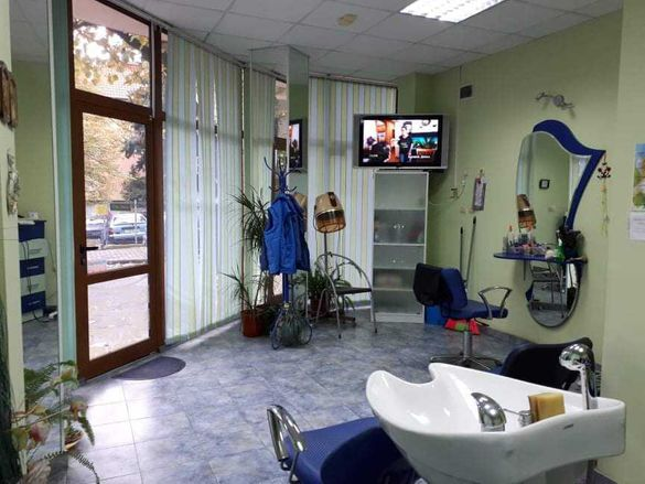 оборудван фризьорски салон под наем