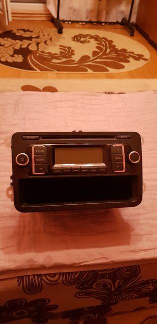 Vând radio cd auto Panasonic,ușor de montat,