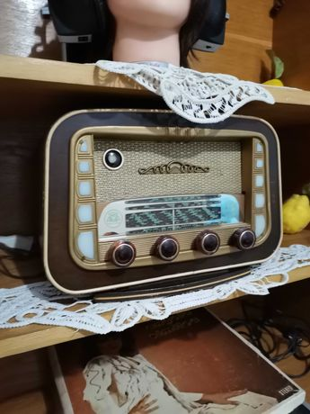 Radio vechi. cu lămpi