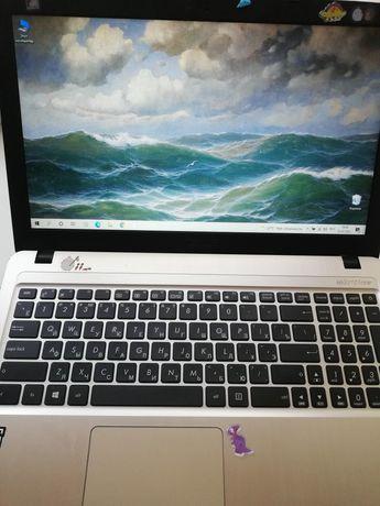 Ноутбук Asus идеальный для учёбы.