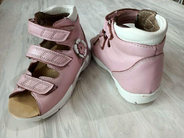 Продам детские сандали 25 р-р