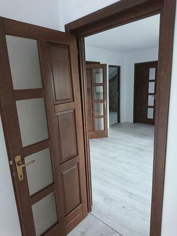 Usa de interior din lemn stratificat