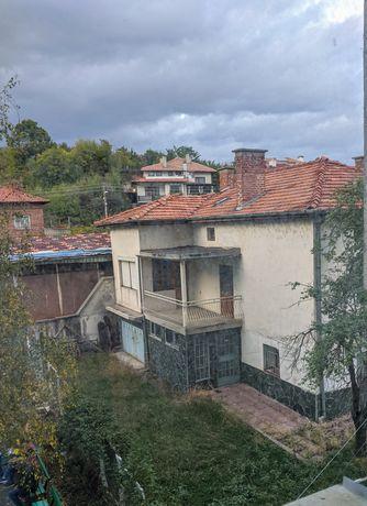 Къща с двор и гараж в центъра на Гоце Делчев