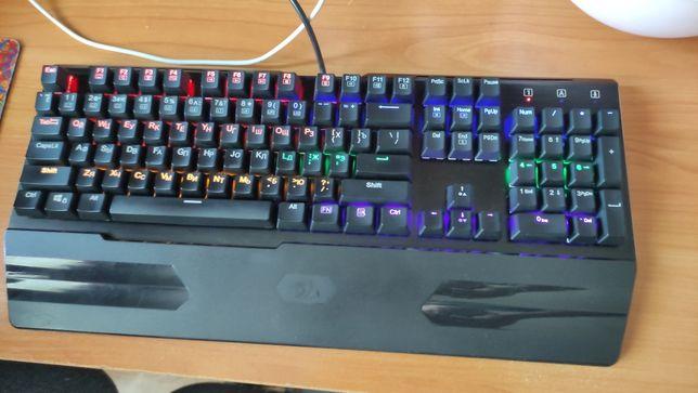 Продам механическую клавиатуру с подсветкой