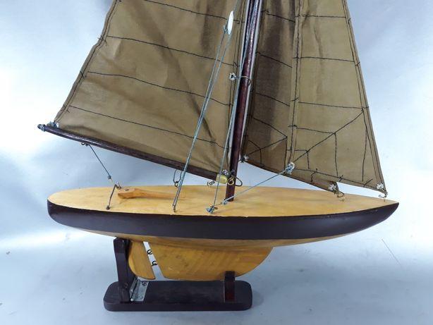 Barcă velier vechi de colecție din lemn original