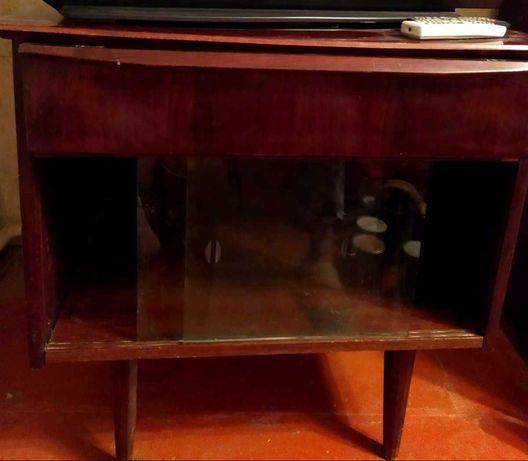 Подставка-шкаф под телевизор. Деревянная, лакированная.