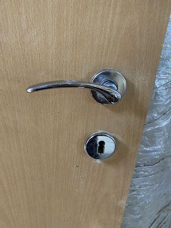 2 bucati usa interioara cu tocuri, pervaze, manere si butucuri incluse