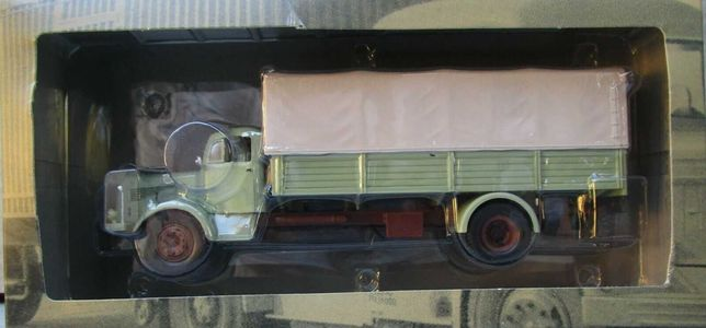 se vinde macheta camion  Mercedes L325