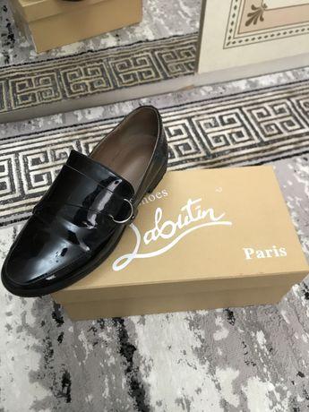 Лакированные черный туфли