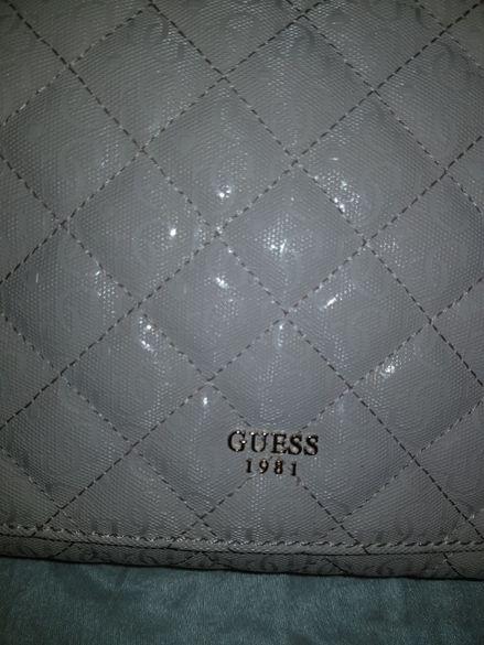 Оригинална дамска чанта Guess