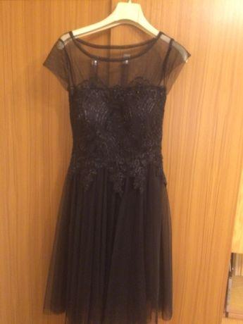 Дамска рокля с дантела и тюл