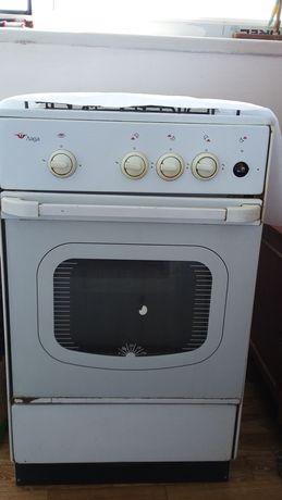 Продам газ плиту в отличном состоянии цвет белый духовка работает