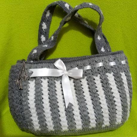 Дамска чанта ръчно изработена на една игла