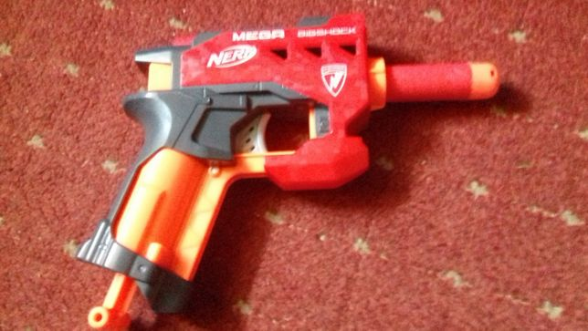 Vand pistol NERF Mega BigShock cu gloante din burete+o figurina S.H.
