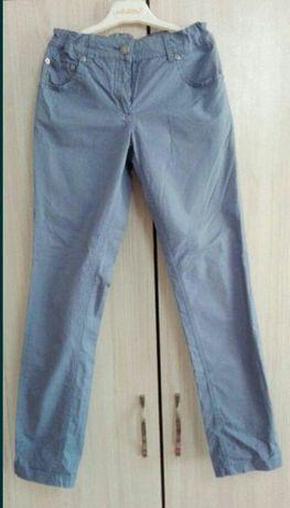Панталон на Benetton за момиченце.