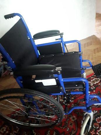 Продам взрослую инвалидную коляску. Компактная, разборная, чёрного цв.