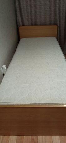 Продам кровать с матрасом.