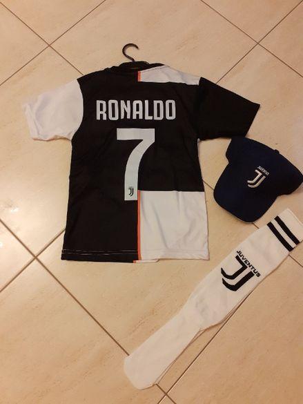 Детски Екип Роналдо + калци + 2ри чифт калци Подарък до Края на АВГУСТ