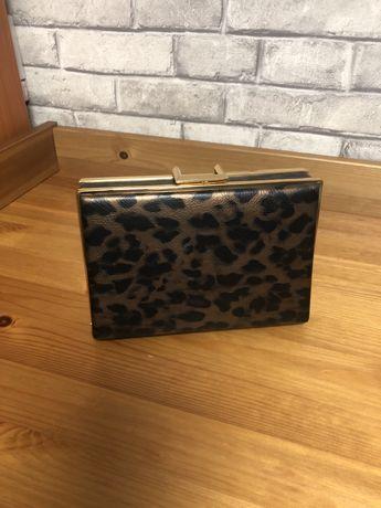 Продаю клатч Very (леопард) в отличном состоянии