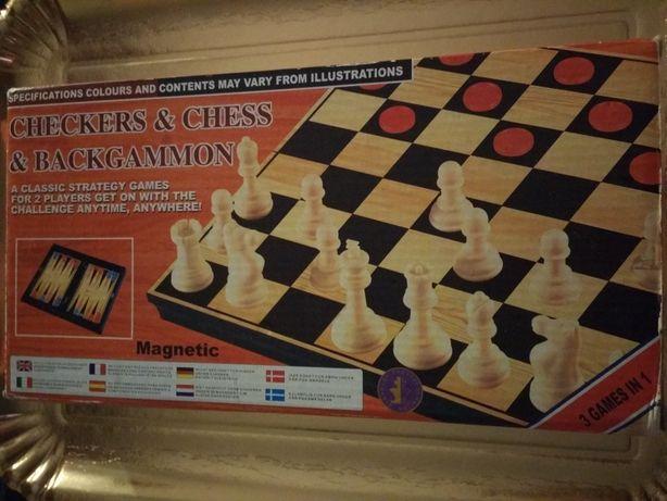 3 jocuri în 1: ȘAH/Dame/Table. Cu piese MAGNETICE