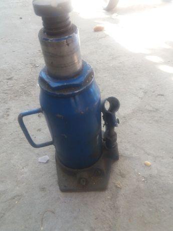 Cric hidraulic camioane defect