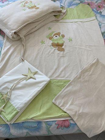 Бортики, пододеяльник балдахин и наволочка для детской кроватки.
