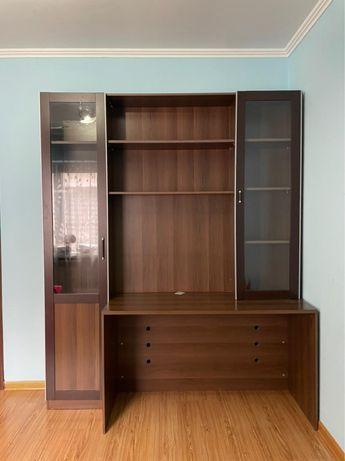 Книжный шкаф со столиком