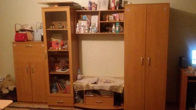Продается СрочноПольская мебель стенка-горка для гостиной или спальни
