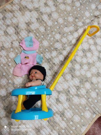 Малышок в ходунках