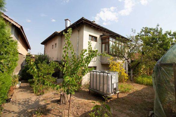 Хубава къща с 2 спални само на 10 минути път с кола от центъра на Русе