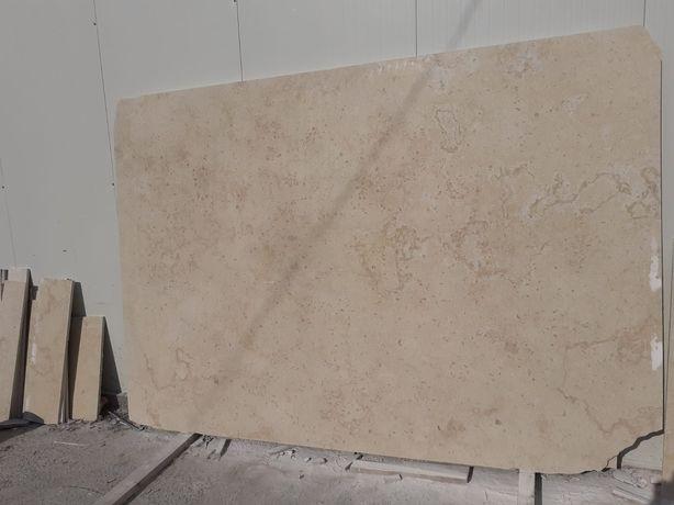 Marmura , Granit
