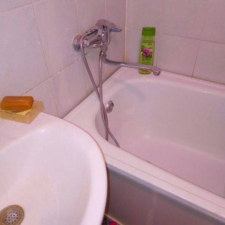 Продам ванную без ножок белая