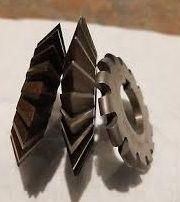 Freze unghiulare simetrice pentru metal