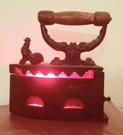 Старинна ютия-лампа