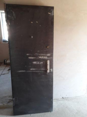 Двер железный 2,05ширна  длина 0.80