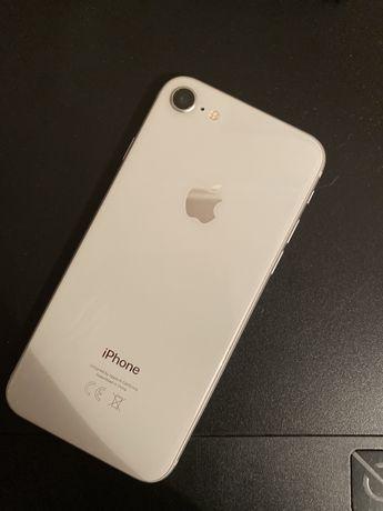 iPhone 8 в хорошем состоянии