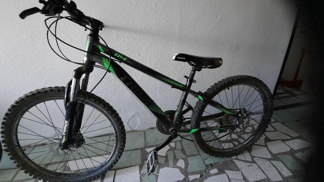 Продам велосипед требующий небольшого ремонта