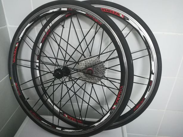 Roti cursiera 28 Vuelta  Crosser Plus